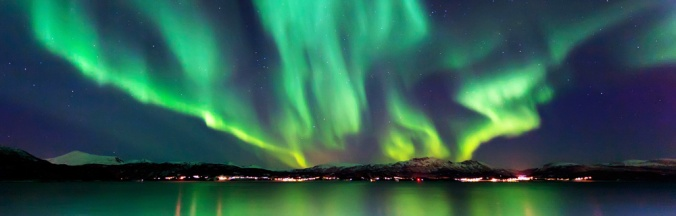 northern-lights-over-water