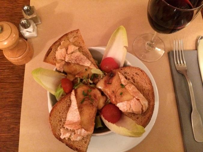 Reblochon cheese salad with honey and cinnamon // Salade de reblochon au miel et à la cannel - @ La Part des Anges