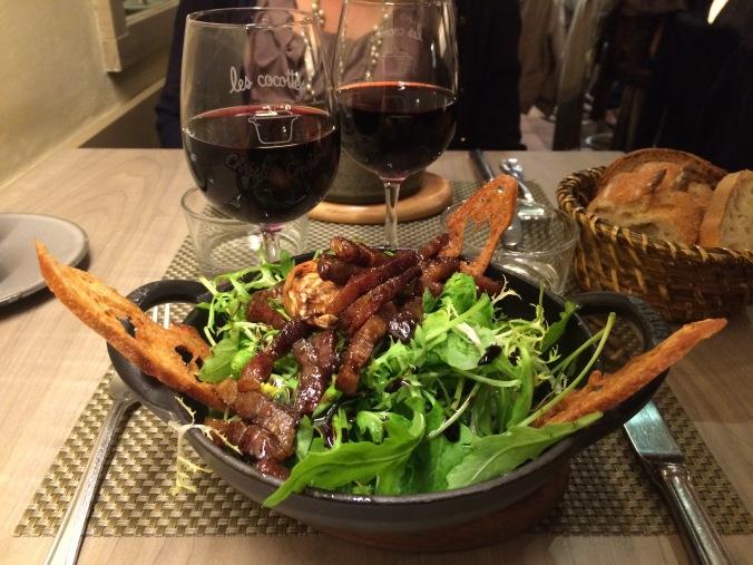 Poached egg with crispy bacon and rocket salad // Œuf poché aux lardons croustillants, belle salade de roquette